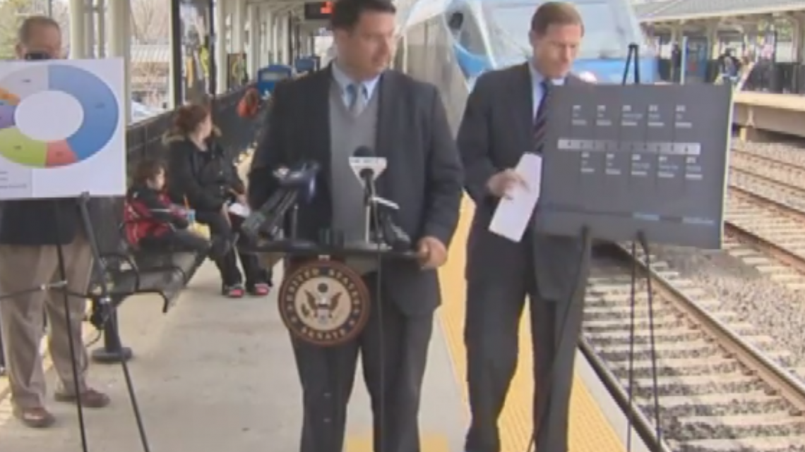 senator-almost-gets-hit-by-a-train-at-press-conference-on-rail-safety